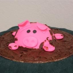 Muddy chocolate piggy cake