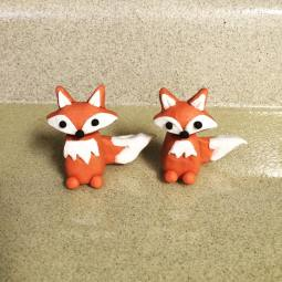 Little foxes for a sweet baby shower cake