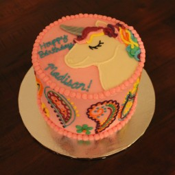 Adorable unicorn cake for a sweet birthday!